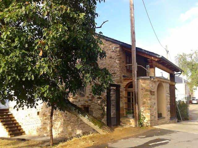 Casa jardín grande, pueblo pequeño. Bierzo, León - Tedejo - Casa