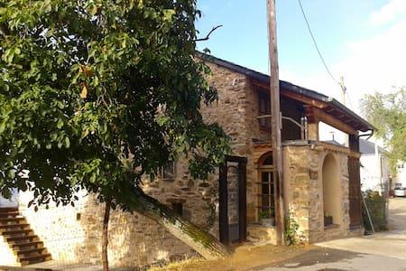 Casa jardín grande, pueblo pequeño. Bierzo, León - Tedejo