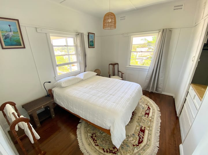 Private Oceanview Room - Outlook on Eleventh