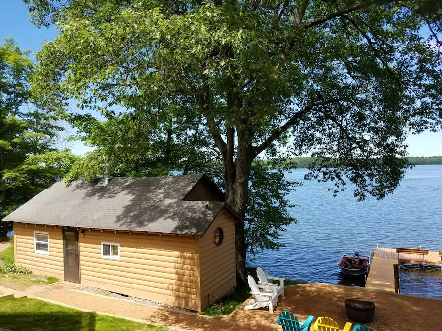 Lakeside great fishing pets welcome cabins for rent for Fishing cabin rentals wisconsin