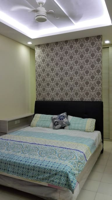 Master Bedroom: King Bed (180x200), Wardrobe, En suite bathroom, Air conditioning