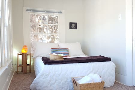Sunny Private Room in Old Town! - Fort Collins
