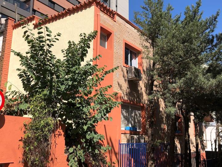 Studios Villa Pinheiros - Aconchego e Praticidade