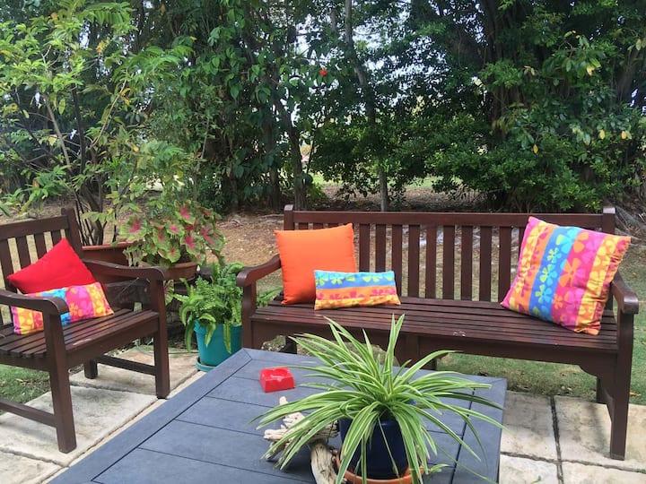 ROCKLEY Peaceful Ground Floor Garden Oasis