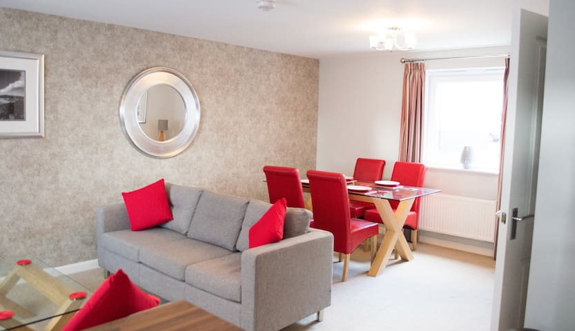 Stunning 2 Bed Apartment - Swansea - Byt