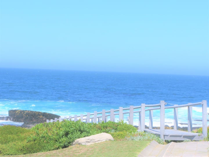 Beachfront★Whale Views★Couple Retreat★Safe Estate