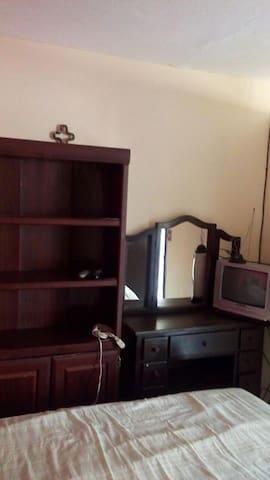 Habitación privada con baño y amueblada para damas - Zapopan - Apartment