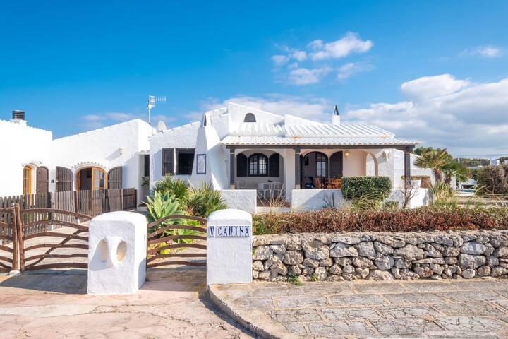With a pool on the coast - Villa Carina
