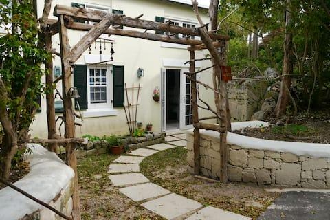 Quiet and charming loft cottage