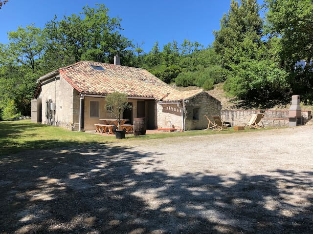 Ravissante maison isolée, en pierre du Quercy