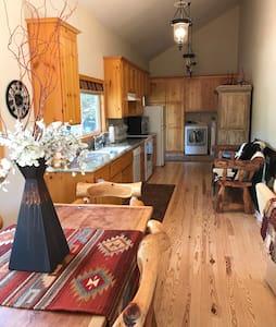 Balance Rock Cozy Cabin