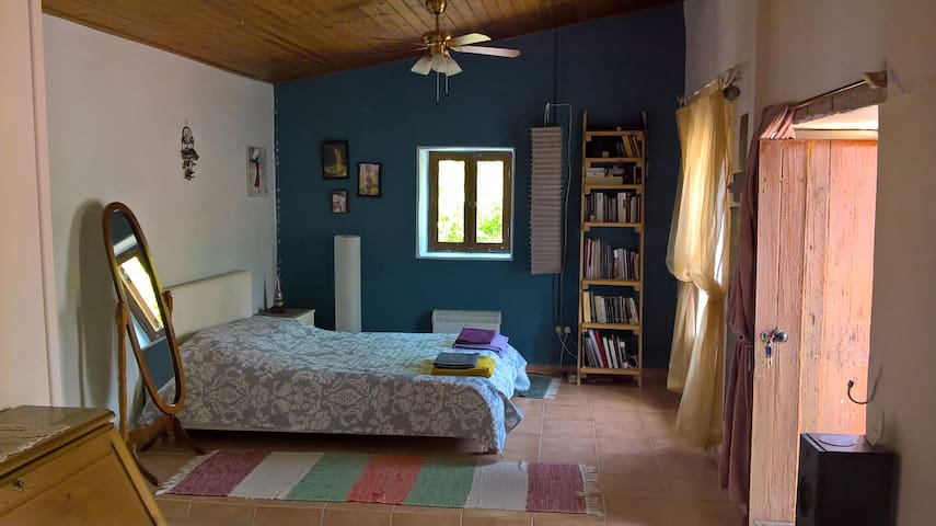Bedroom for couple in a tradition house near sea - Limassol - House