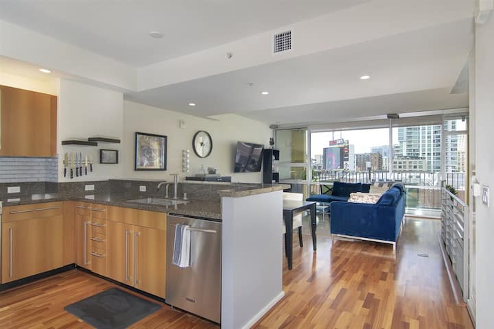 2-Level Penthouse Overlooking Petco Park