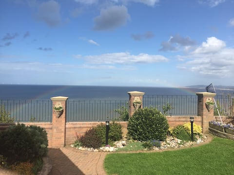 Cosy Colwyn room with a spectacular sea view