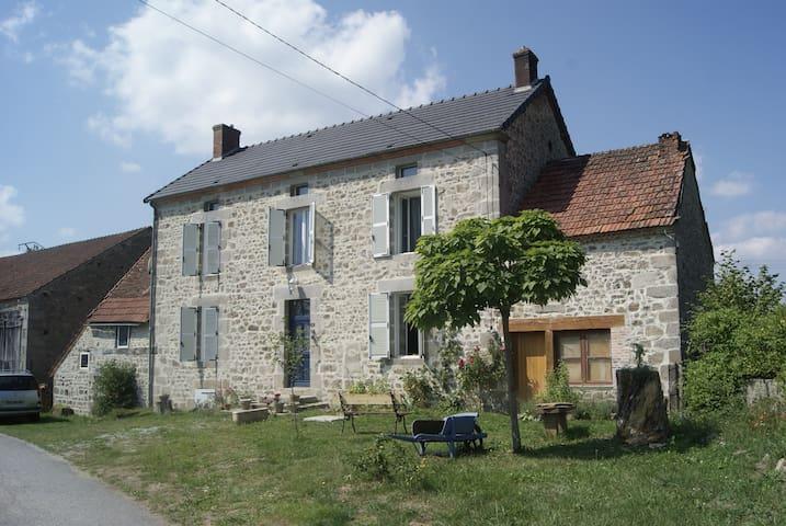 authentique maison de maître - Saint-Julien-le-Châtel - Rumah