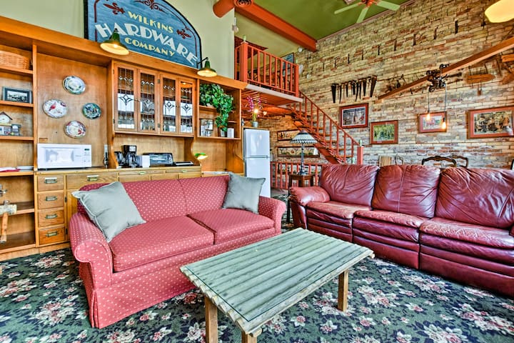 This downtown loft apartment is perfect for 6 travelers on a Michigan adventure.