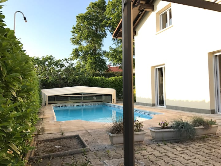 Casa individual con piscina propia