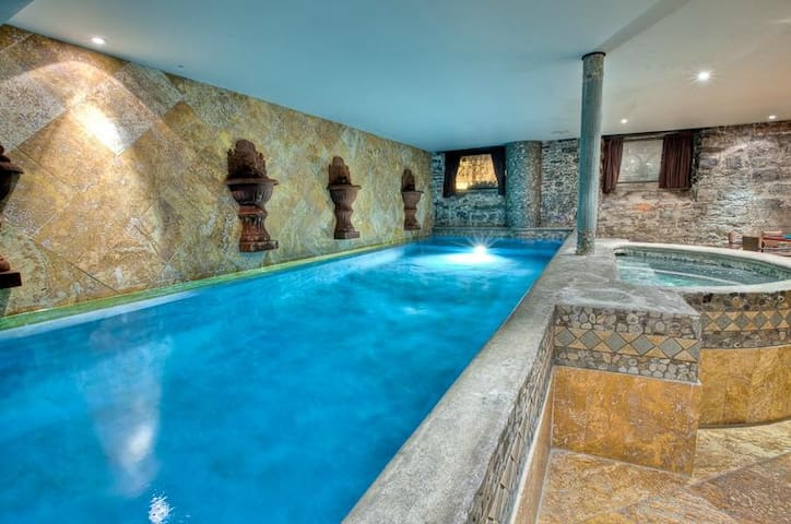 Pool House in Old Montreal