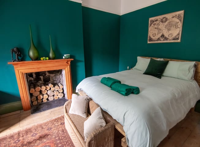 4 bedroom large central Hebden Bridge holiday let