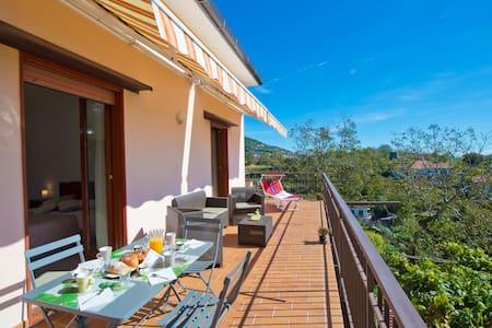 Appartamento intero con terrazzo - Pianillo - Apartment