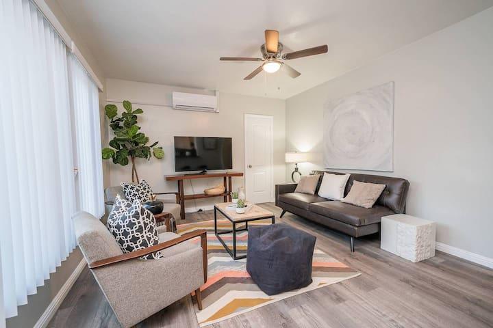 Contemporary, Cozy, Renovated Condo Long Beach