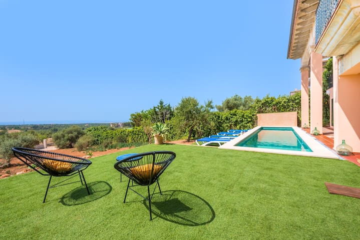 Beautiful Villa, Sea and Country View, near Palma
