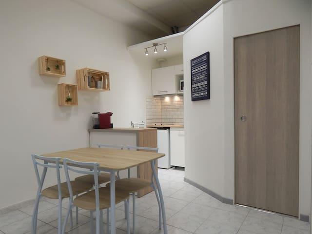 Beau Studio Emplacement idéal proche gare