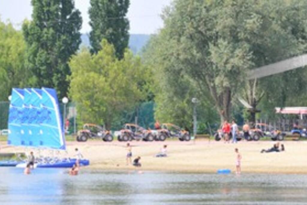 Lac de Pont-L'évêque à 20 mn à pieds du Gite
