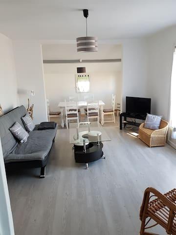 le coin salon et salle à manger