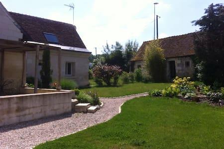 Chambres spacieuses et confortables - Savonnières  - Dům