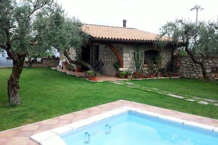 Villa Trekko B&B Dependance - Spigno Saturnia Superiore - 家庭式旅館