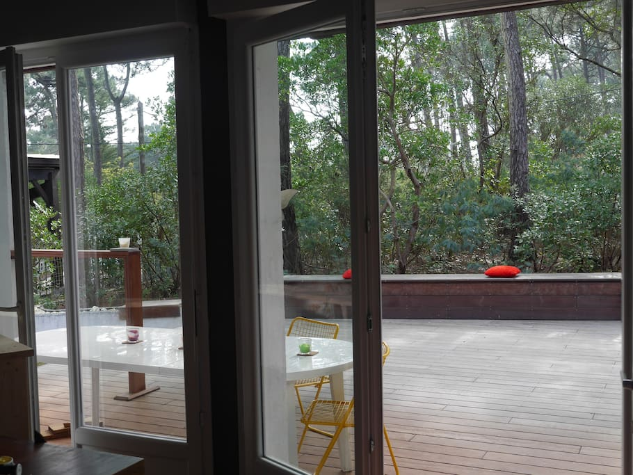 Terrasse avant, vue du salon