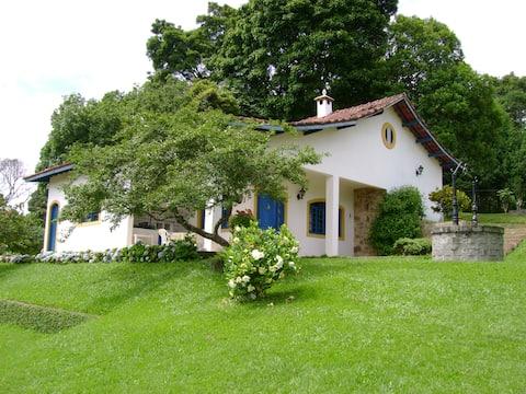 Casa de Campo com Piscina  -Embu Guaçu