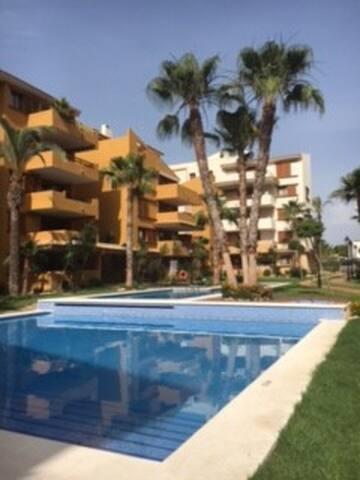 Luxueux appartement dans la Résidence Punta Prima