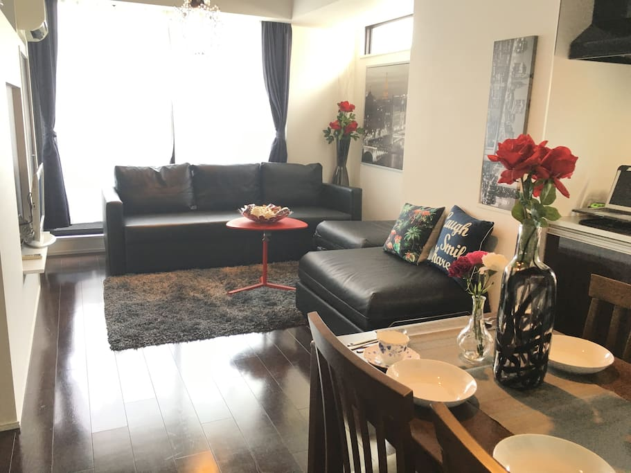 Brand-new apartment in Ginza and Tsukiji fish market area within short walking distance.