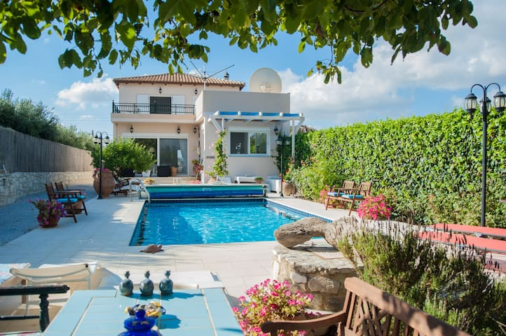 B&B in luxury Villa Theodora - Heraklion