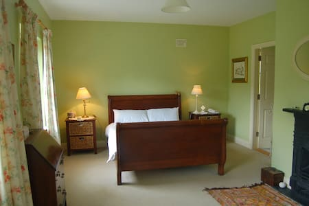 Rinneen House Moycullen Co Galway. - Moycullen - Bed & Breakfast