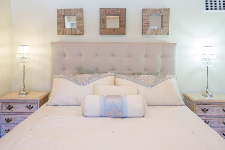Tarah Jade chic  boutique suite