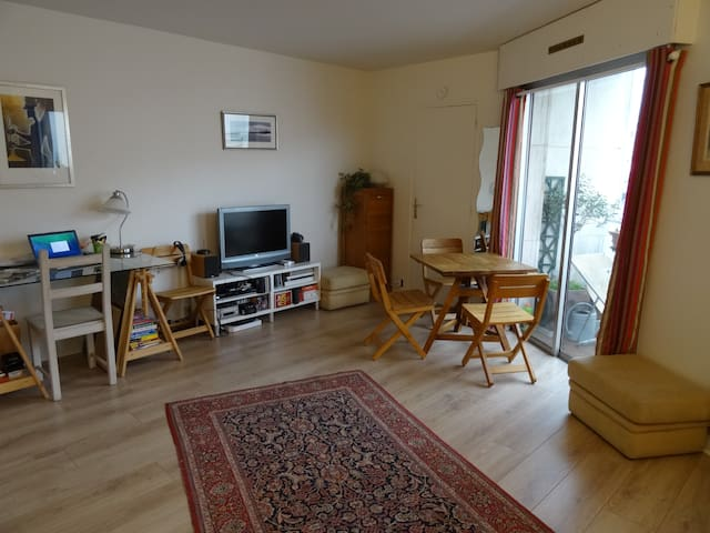Bright and fully functional studio - Boulogne-Billancourt