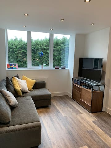 Brand New Apartment - 10-mins from Old Trafford!