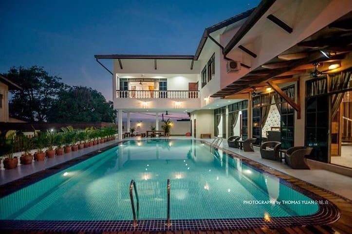 居銮首间别墅渡假屋民宿.超大的泳池 ,高档卡拉OK,环境优美、市区中心