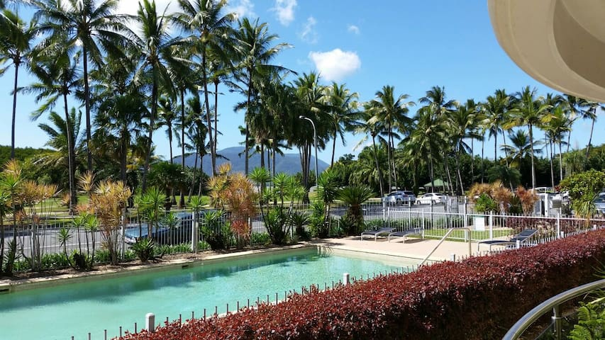 Great location & easy walk to town Airport closeby - Cairns North - Apartment