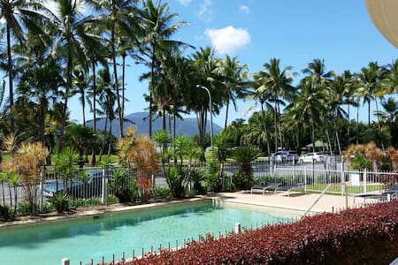 Great location & easy walk to town Airport closeby - Cairns North