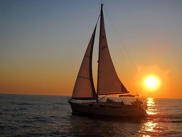 Waypoint Azzurra Barca & Letto & Vela
