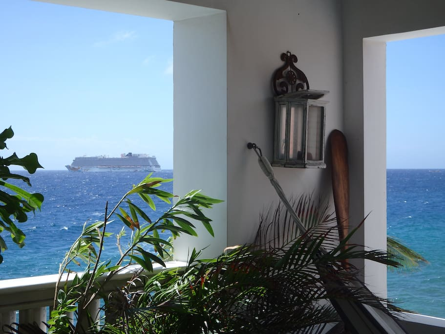 Beautiful views to the cruise ships arriving and departing the harbor.
