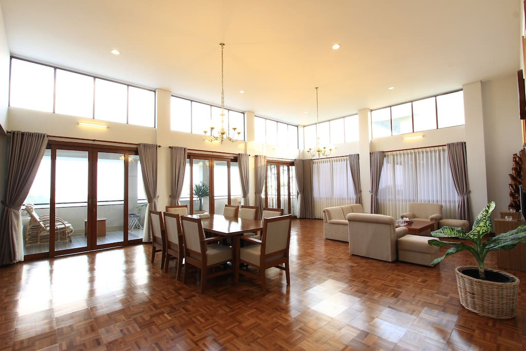 Dinningroom and Livingroom