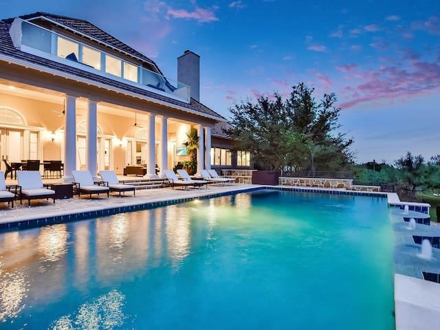Super luxury 7 bedroomed family retreat
