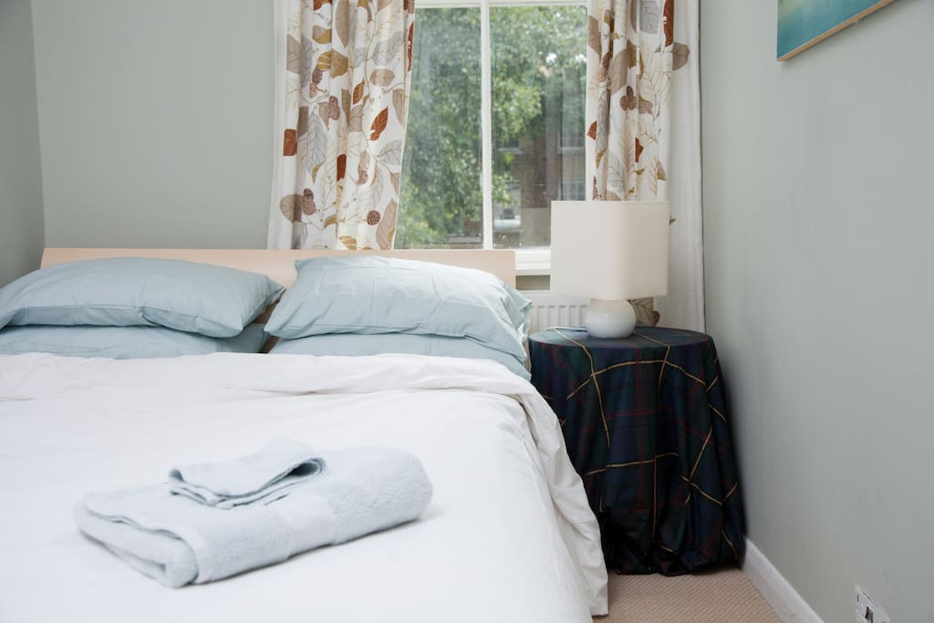 Cosy bright one bed flat in Oval
