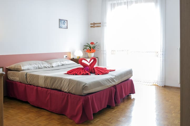 APT 100mt STAZ.TRENINO ROSSO BERNINA EXPRESS - Tirano - Apartment