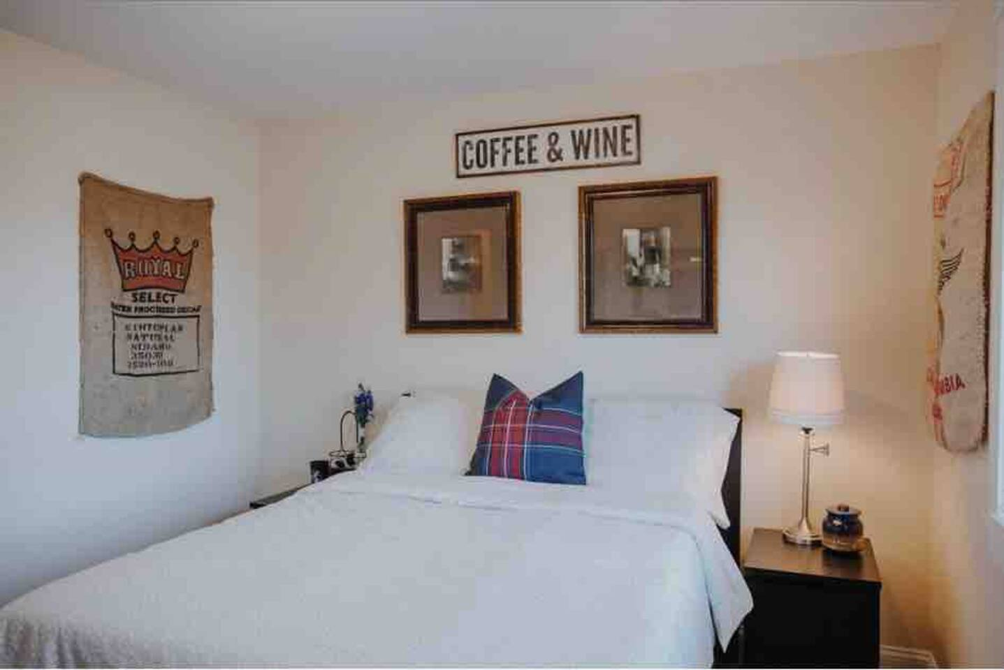 Relaxing bedroom, charmingly decorated with ambience. Enjoy the full size bed, comfortable armchair. Kick your feet up. Walking distance to downtown Dundee with amenities, access to 2 full shared bathrooms, kitchen, large backyard, dining living rm.